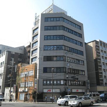 京都太陽法律事務所は山科駅から徒歩5分、外環三条交差点南西角のビル4階にございます。